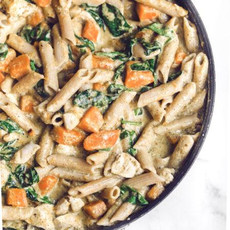 Pasta med kylling, hokkaido og spinat